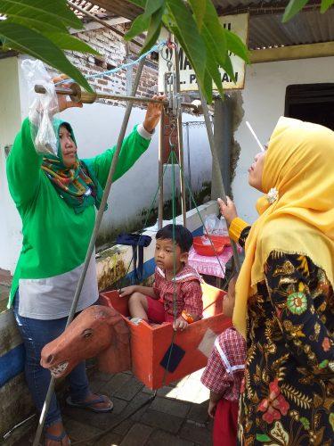 Kegiatan Penimbangan Balita di Kelurahan Patihan Kecamatan Manguharjo Kota Madiun